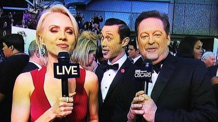 Joseph-Gordon-Levitt-Oscars-Photobomb